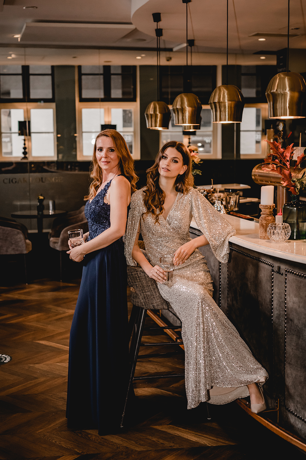 Abendkleider mit funkelnden Pailletten - Festmode - Feelings Braut & Festmode