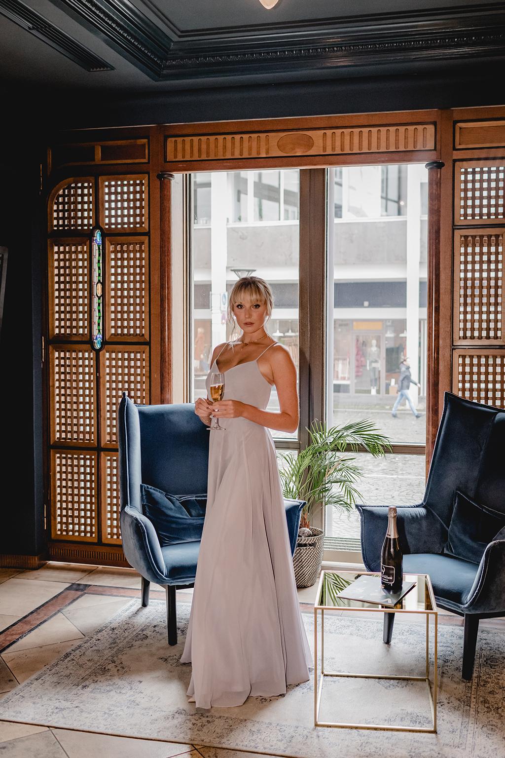 Fließender Stoff mit spaghettiträger Abschlusskleid, Abiballkleid, Abendkleid - Feelings Braut & Festmoden